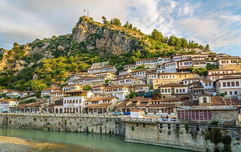 Куда поехать без прививки: Албания